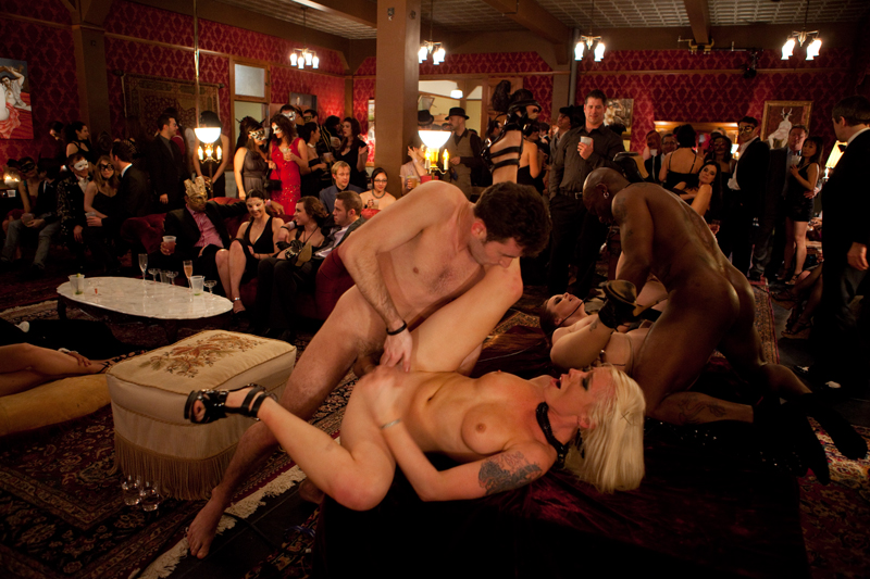 Adult clubs swinging — 15