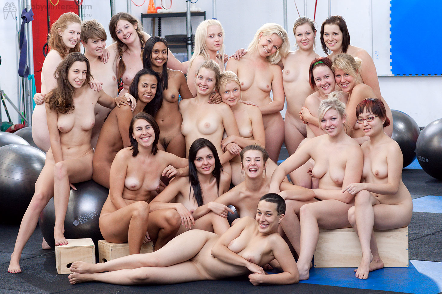 Six Wow Girls First Get Naked And Then