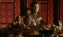 Esmé Bianco and Sahara Knite cuddle in A Golden Crown, Game of Thrones